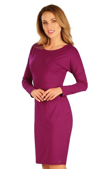 Šaty dámské s dlouhým netopýřím rukávem.